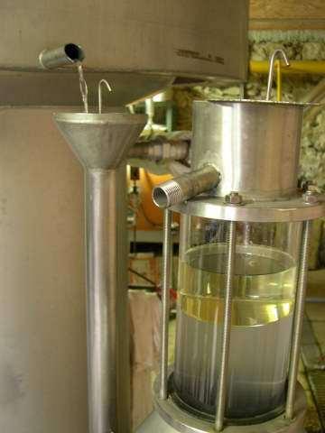 vue-sur-lhuile-essentielle-et-lhydrolat-dans-le-vase-florentin-2